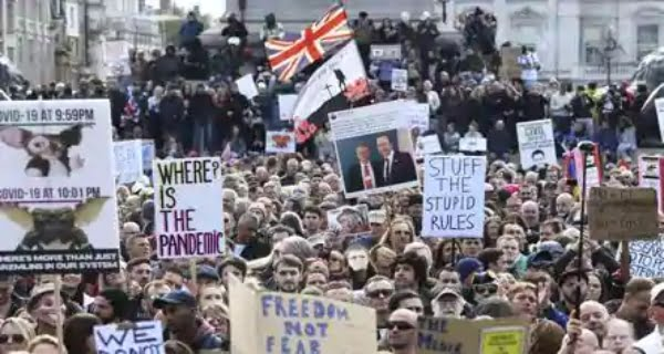 Thousands of people protest against Covid-19 lockdown in Britain
