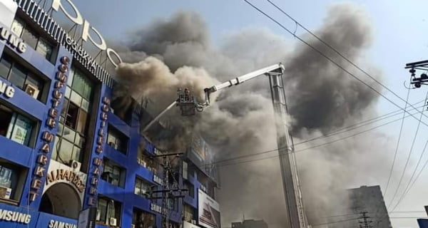 Fire broke out in Lahore's biggest electronic market