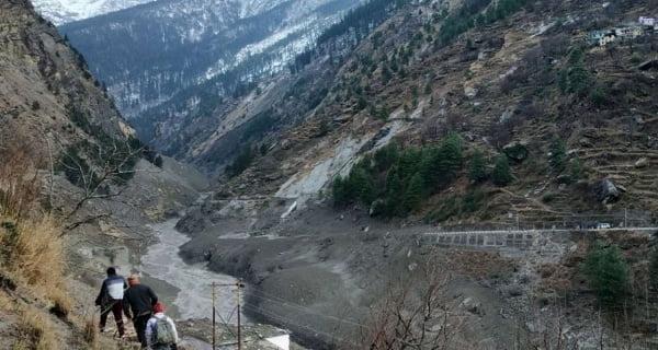 Glacier burst due to snowfall in Chamoli