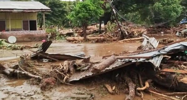 Landslides kill 55 in Indonesia