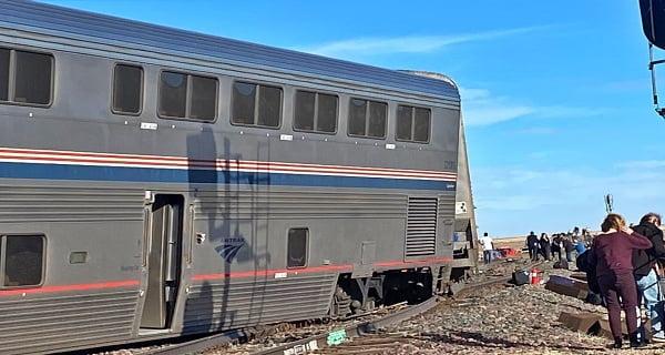 Empire builder train derails in US